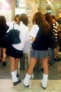 学生服の家出少女